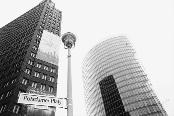 Potsdamer Platz, November 1999. Photo, Lutz Schutter