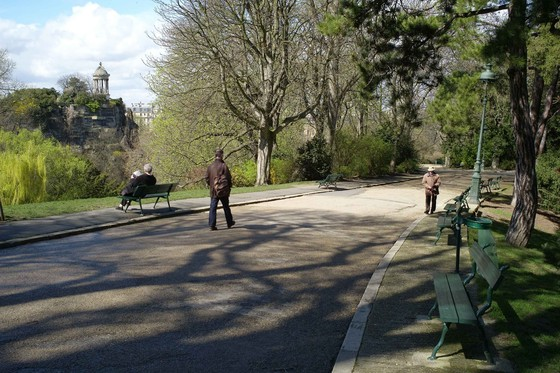 The Parc des Buttes Chaumont has succeeded in creating a landscape microcosm at the heart of the French capital. Despite its broad asphalt paths a sense of immanent evasion and mystery prevails. © Christophe Girot
